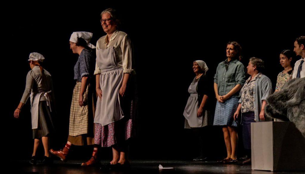 """Estreia da peça """"A Casa de Emília"""" no Fórum Municipal Luísa Todi."""