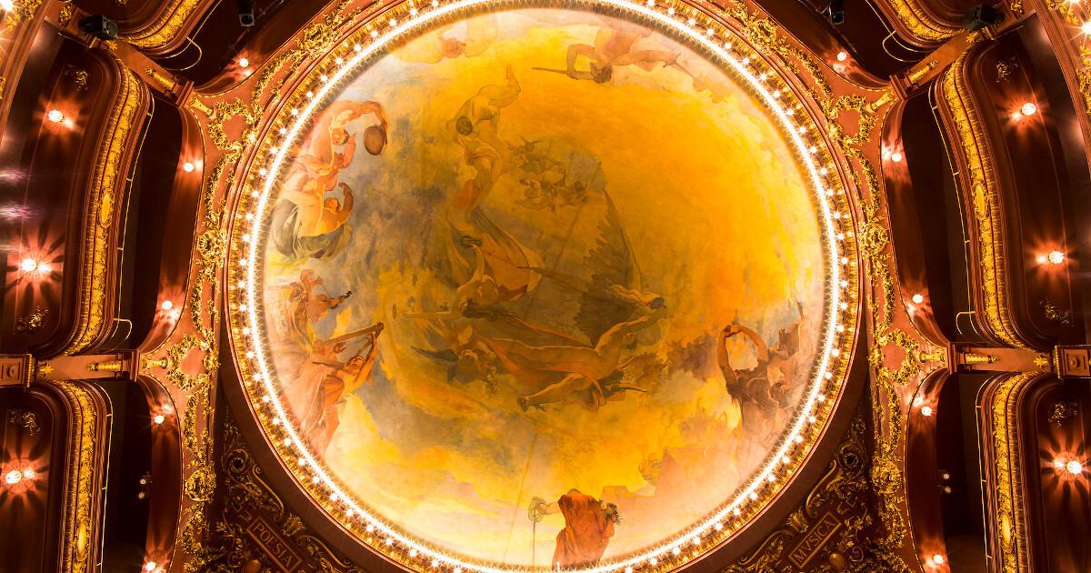 Fotografia do tecto do Teatro Nacional São João