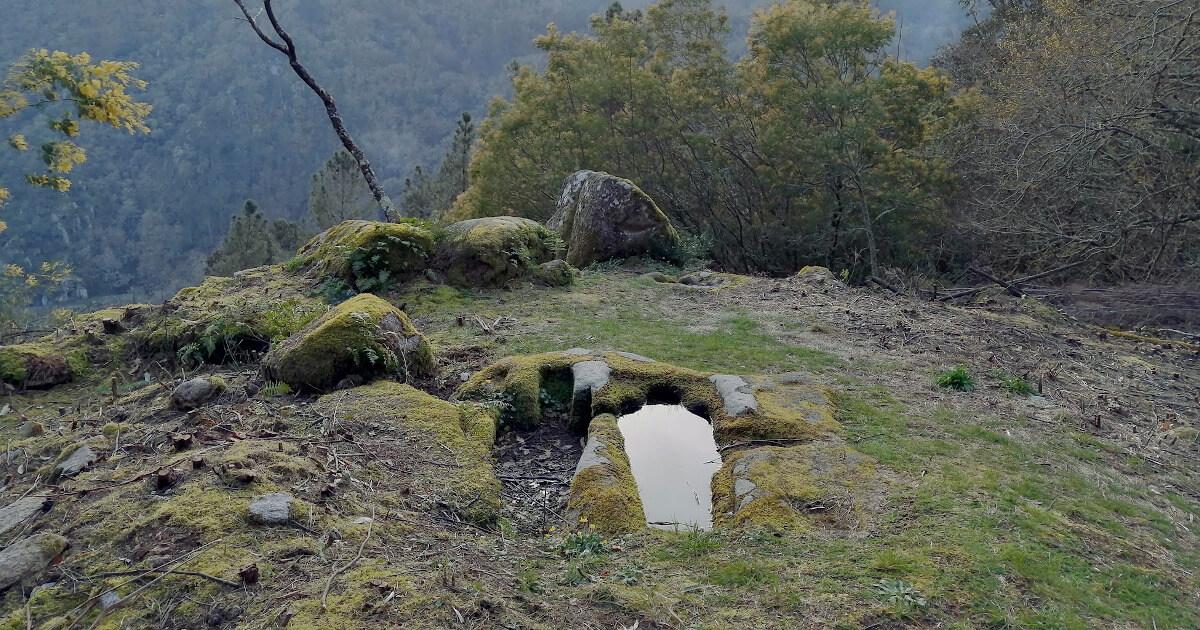 Fotografia do sítio arqueológico de O Preguntoiro, na Galiza